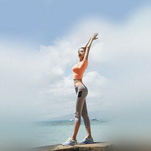 女性背伸び画像